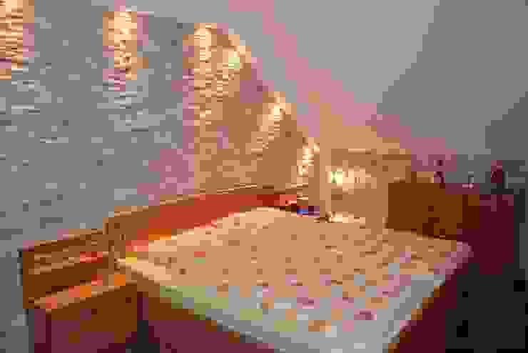 Camera da letto in stile mediterraneo di Rimini Baustoffe GmbH Mediterraneo Ardesia