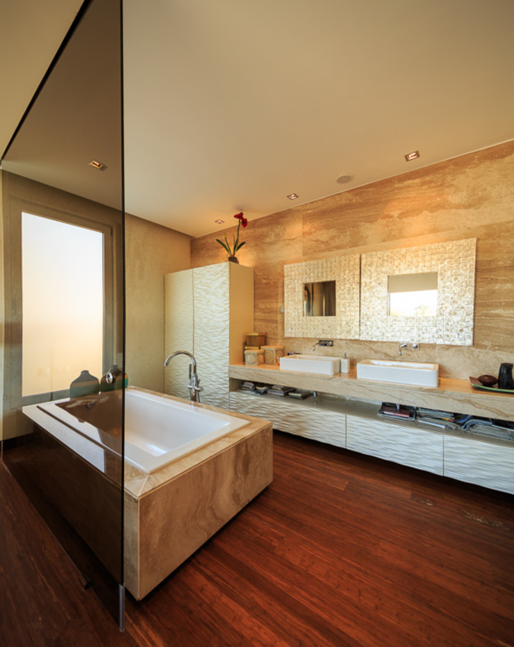 Atelier Ana Leonor Rocha Mediterranean style bathrooms