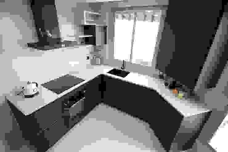 現代廚房設計點子、靈感&圖片 根據 Línea 3 Cocinas Madrid 現代風