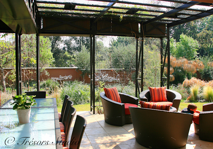House Jones:  Garden by Environment Response Architecture, Eclectic