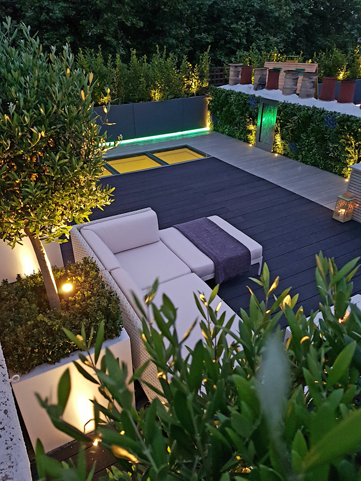 Millboard decking on London roof terrace Modern balcony, veranda & terrace by Paul Newman Landscapes Modern