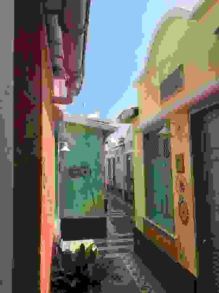 PASILLO POSADA LAS PALMERAS Casas de estilo mediterráneo de DIBUPROY Mediterráneo
