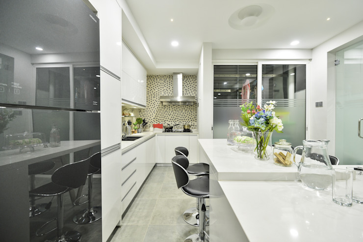 Ultramodern Loft | CONDOMINIUM:  Kitchen by Design Spirits