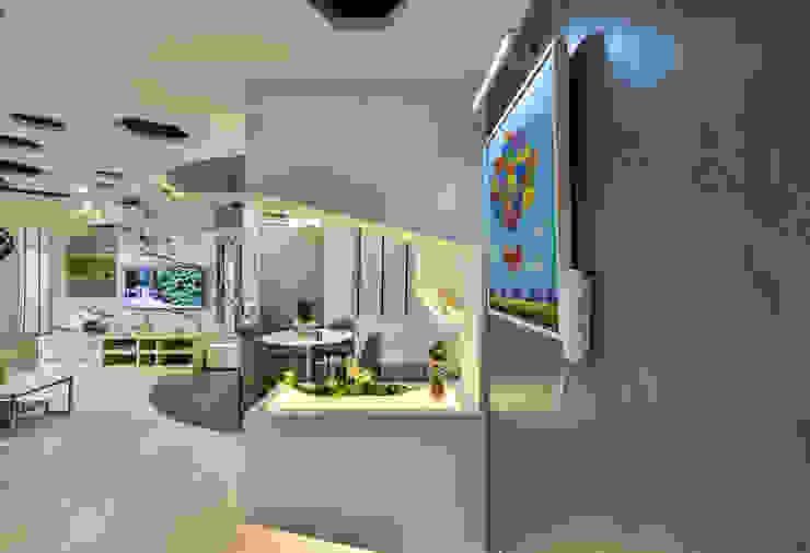 Ultramodern Loft | CONDOMINIUM Modern corridor, hallway & stairs by Design Spirits Modern