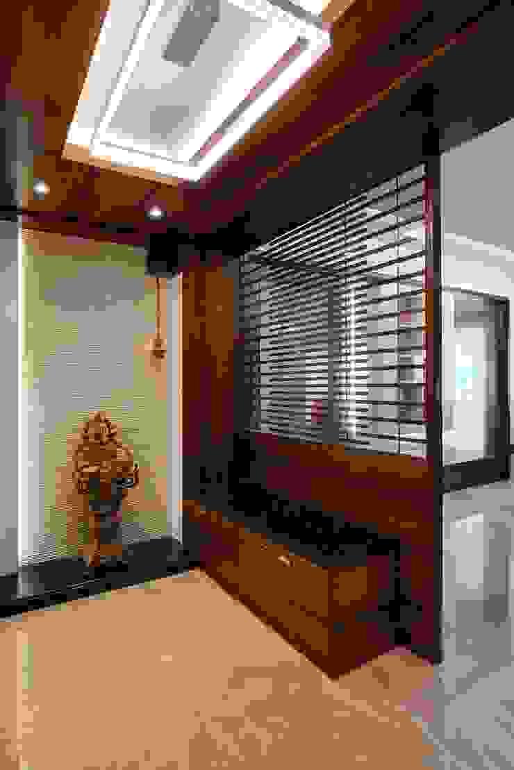 Entrace foyer Modern corridor, hallway & stairs by Cubism Modern