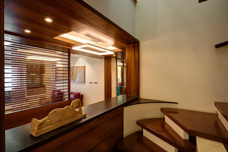 Modern house with classic touch Modern corridor, hallway & stairs by Cubism Modern