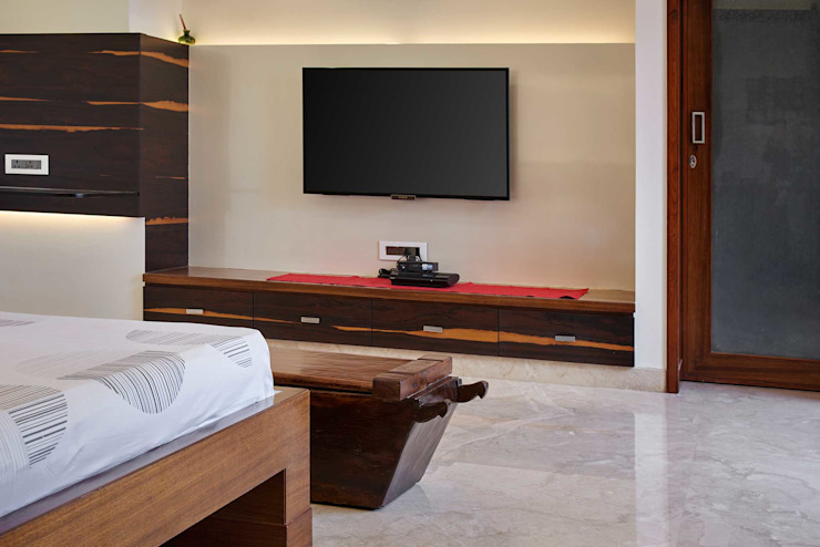 Modern house with classic touch Modern style bedroom by Cubism Modern