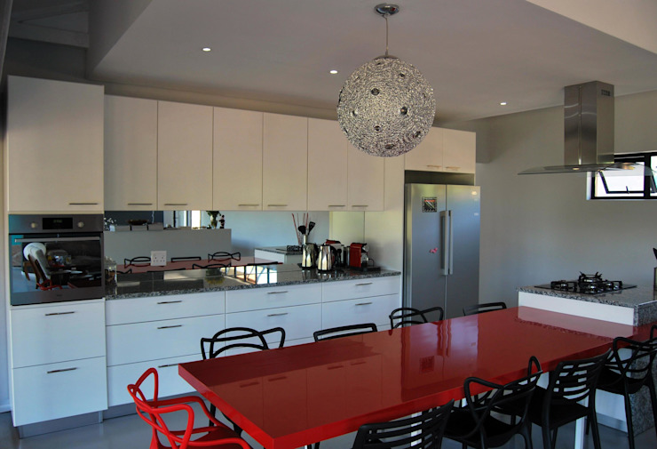 LC Interiors:  Kitchen by Capital Kitchens cc,