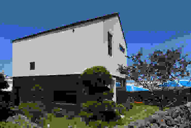 별아도 Rumah Modern Oleh 아키제주 건축사사무소 Modern