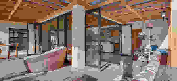 Casa de Campo Varandas, alpendres e terraços campestres por Juliana Lahóz Arquitetura Campestre
