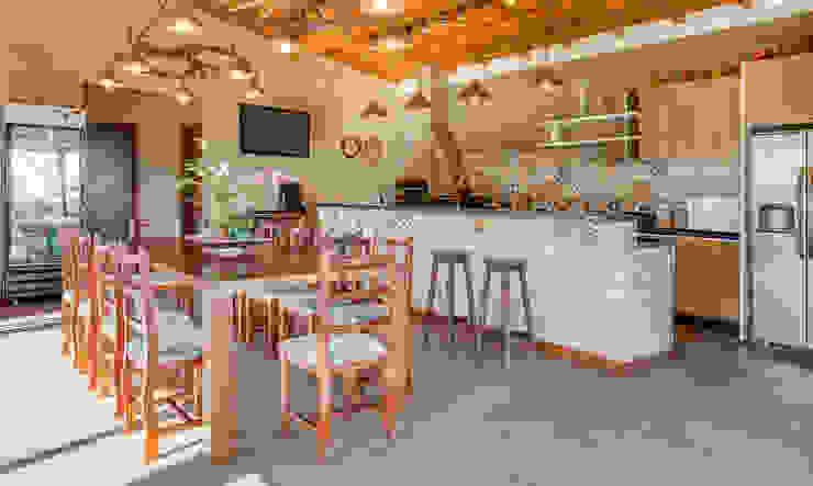 Comedores de estilo rural de Juliana Lahóz Arquitetura Rural