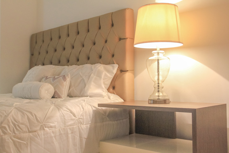 Classic style bedroom by Monica Saravia Classic