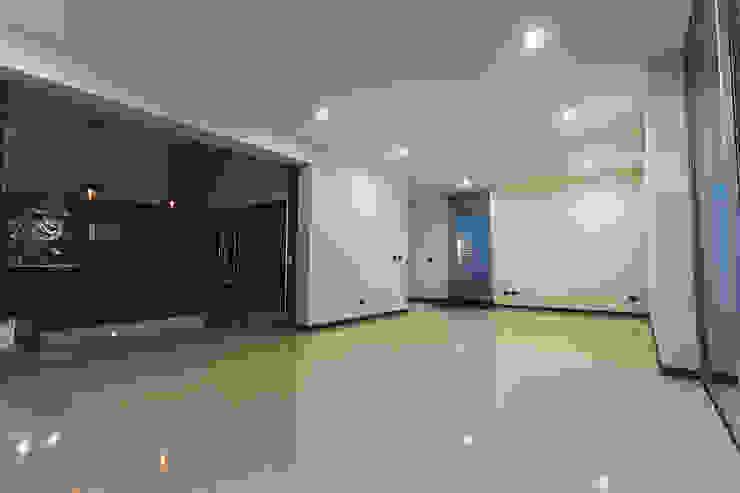 Rioja 103 Salones modernos de 2M Arquitectura Moderno