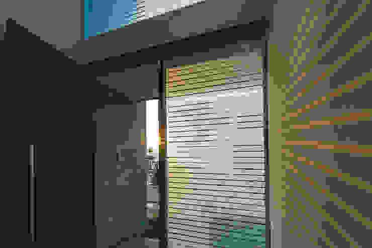 Rioja 103 Puertas y ventanas modernas de 2M Arquitectura Moderno