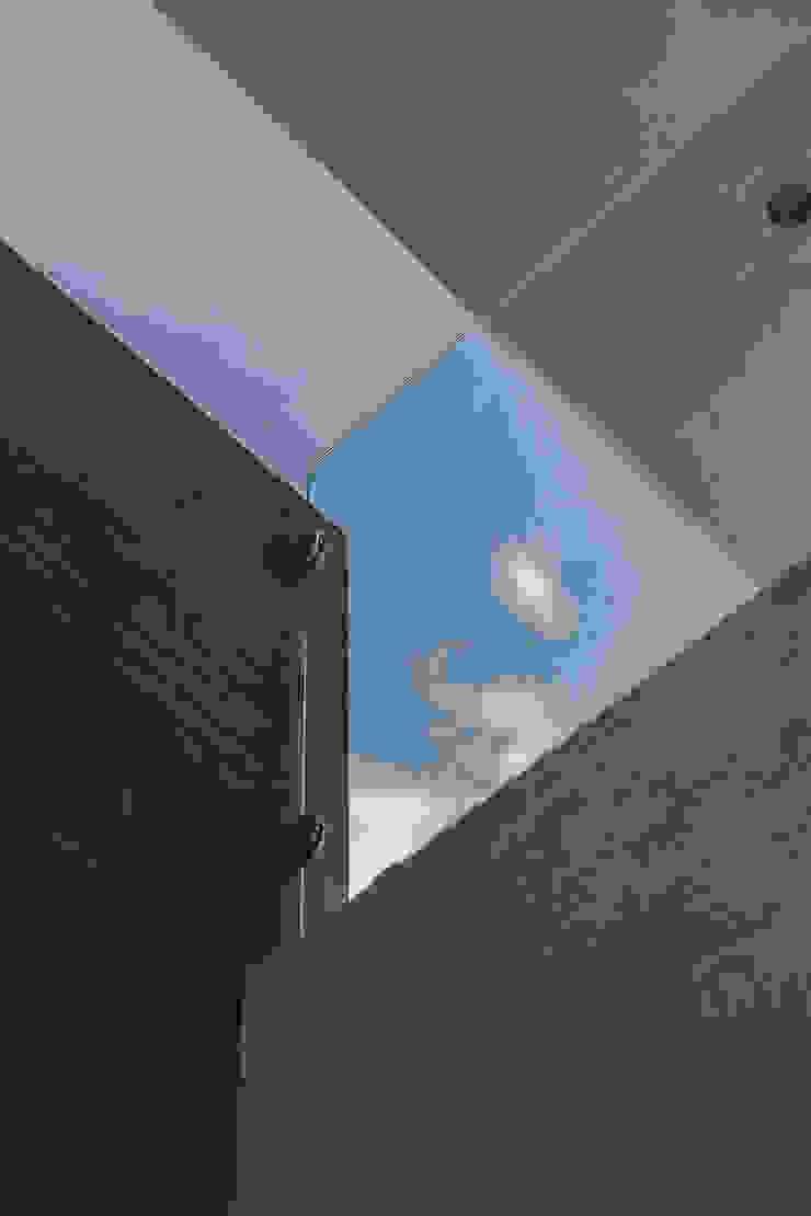 Rioja 103 Balcones y terrazas modernos de 2M Arquitectura Moderno