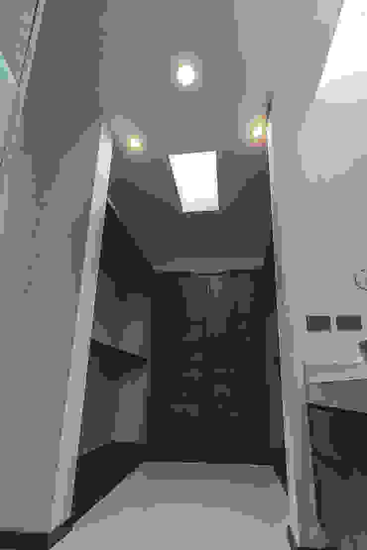 Rioja 103 Vestidores modernos de 2M Arquitectura Moderno