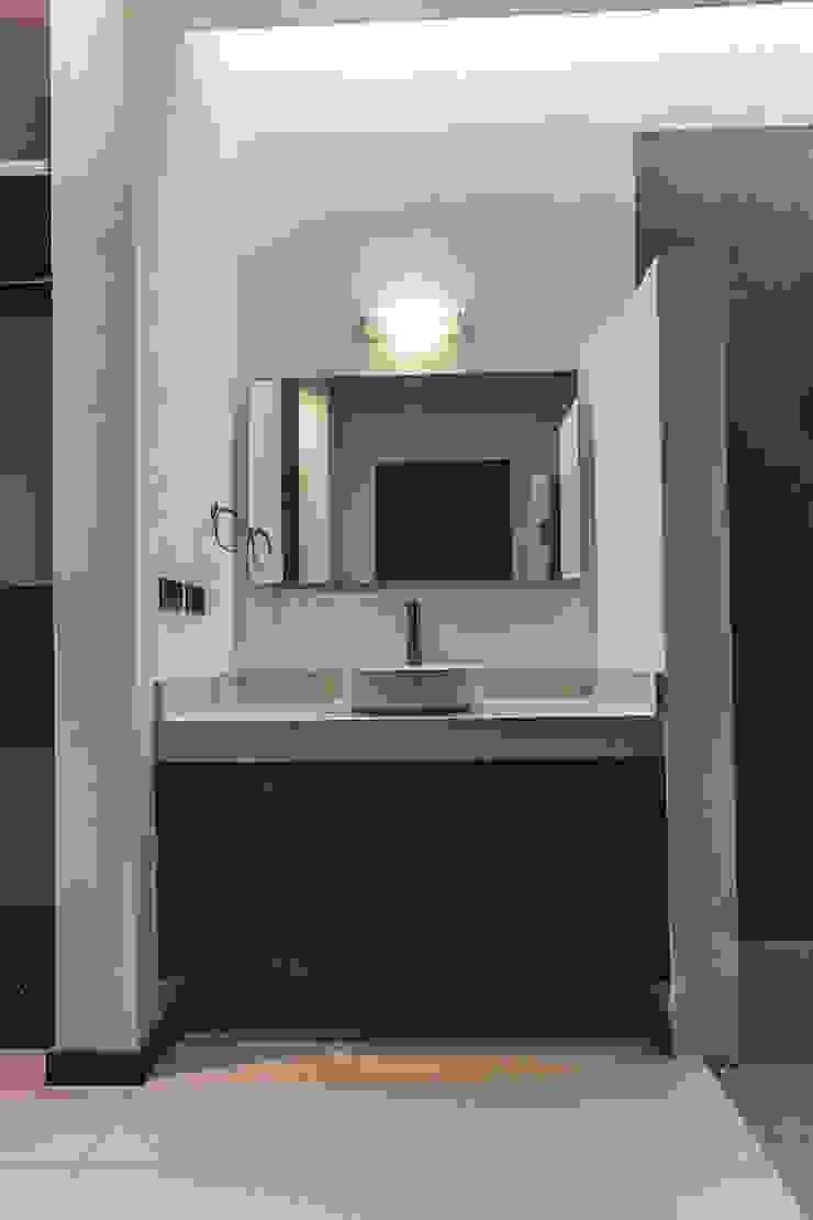 Rioja 103 Baños modernos de 2M Arquitectura Moderno
