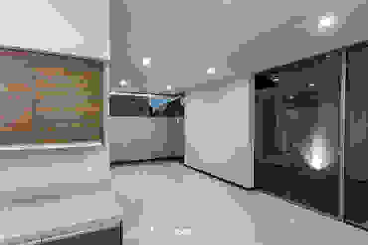 2M Arquitectura Livings de estilo moderno