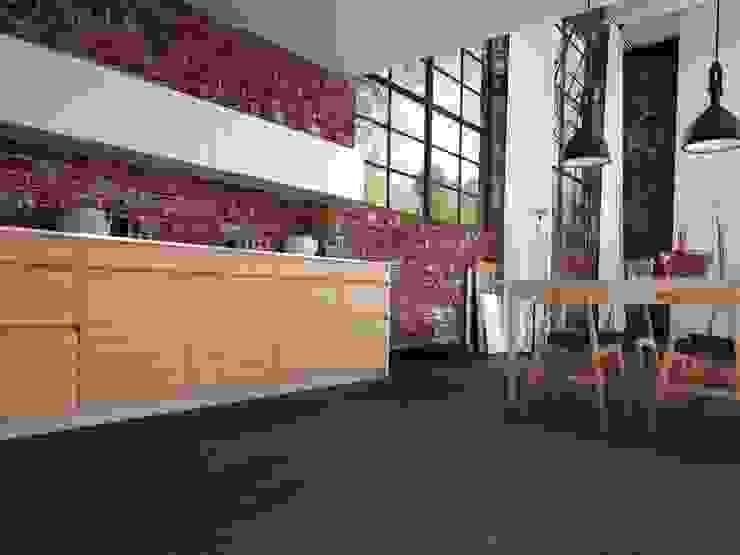 Paredes y pisos modernos de Hain Parkett Moderno Madera Acabado en madera