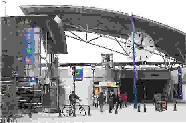 SNCF Asnieres - França Janelas e portas modernas por BauStahl, Lda Moderno Ferro/Aço