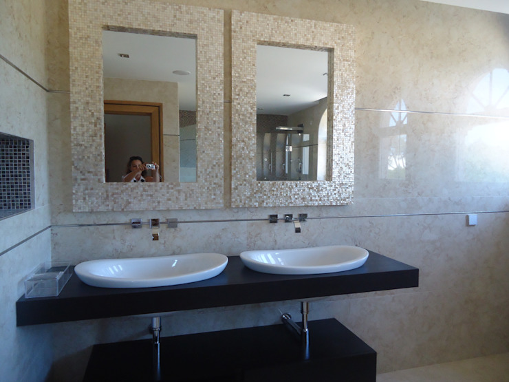 Eclectic style bathroom by Atelier Ana Leonor Rocha Eclectic