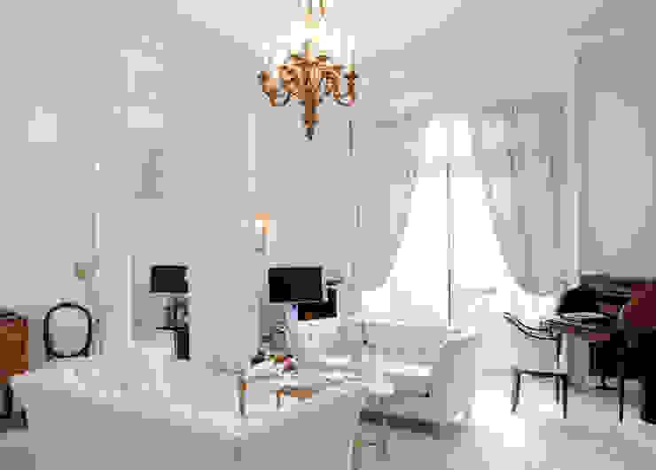 غرفة المعيشة تنفيذ Gracious Luxury Interiors, كلاسيكي