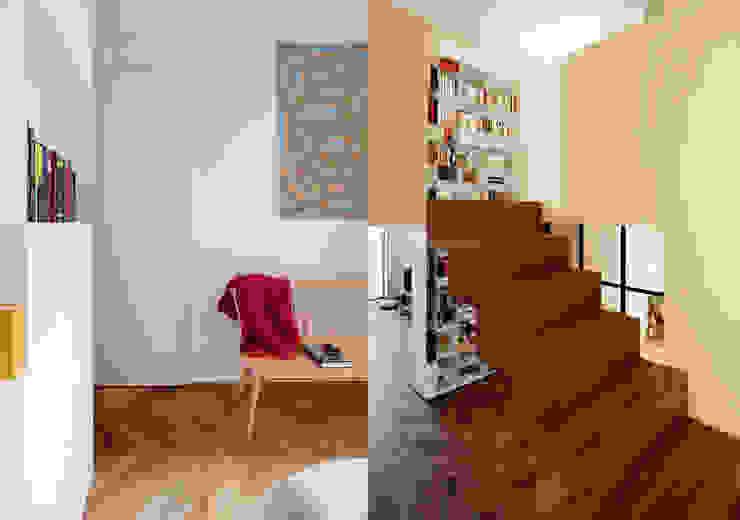 Fabio Azzolina Architetto Modern corridor, hallway & stairs
