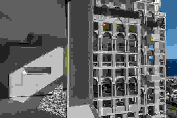 Minimalist Balkon, Veranda & Teras design@garten - Alfred Hart - Design Gartenhaus und Balkonschraenke aus Augsburg Minimalist Ahşap-Plastik Kompozit