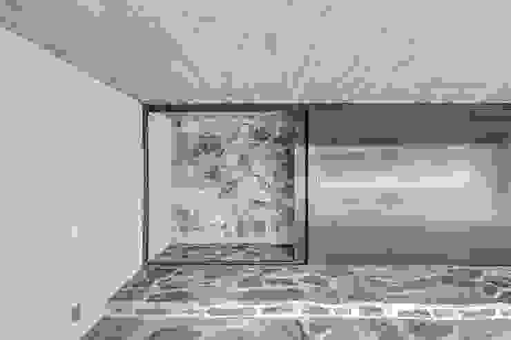 Garajes de estilo minimalista de La Desarrolladora Minimalista Piedra