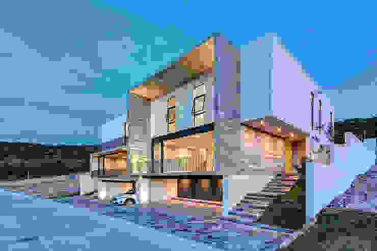 Balcones y terrazas de estilo minimalista de La Desarrolladora Minimalista Hormigón reforzado