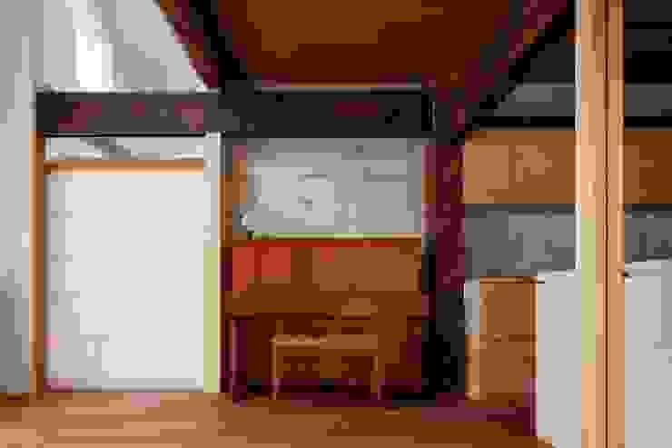 Livings modernos: Ideas, imágenes y decoración de 一級建築士事務所 こより Moderno Madera Acabado en madera