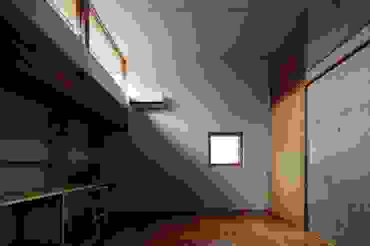 Estudios y oficinas modernos de 一級建築士事務所 こより Moderno Hormigón