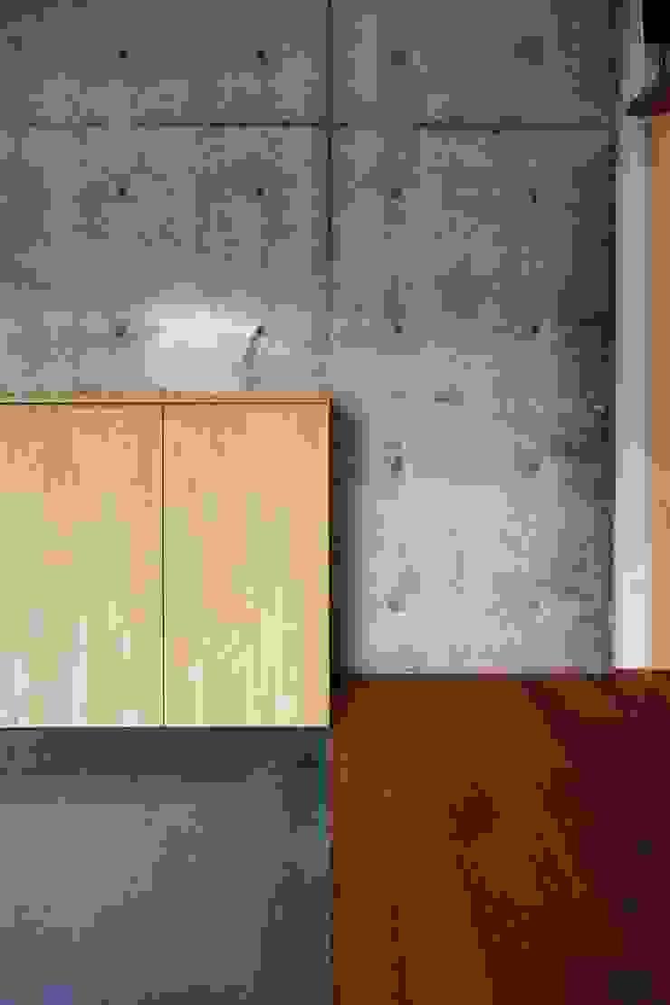 Pasillos, vestíbulos y escaleras modernos de 一級建築士事務所 こより Moderno