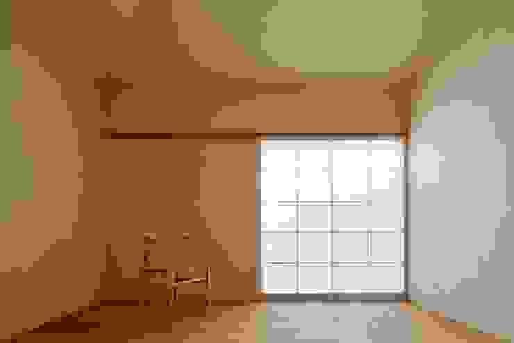 漆喰仕上 モダンスタイルの寝室 の 一級建築士事務所 こより モダン