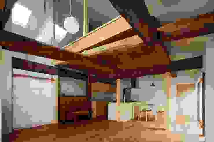 Livings modernos: Ideas, imágenes y decoración de 一級建築士事務所 こより Moderno Concreto reforzado