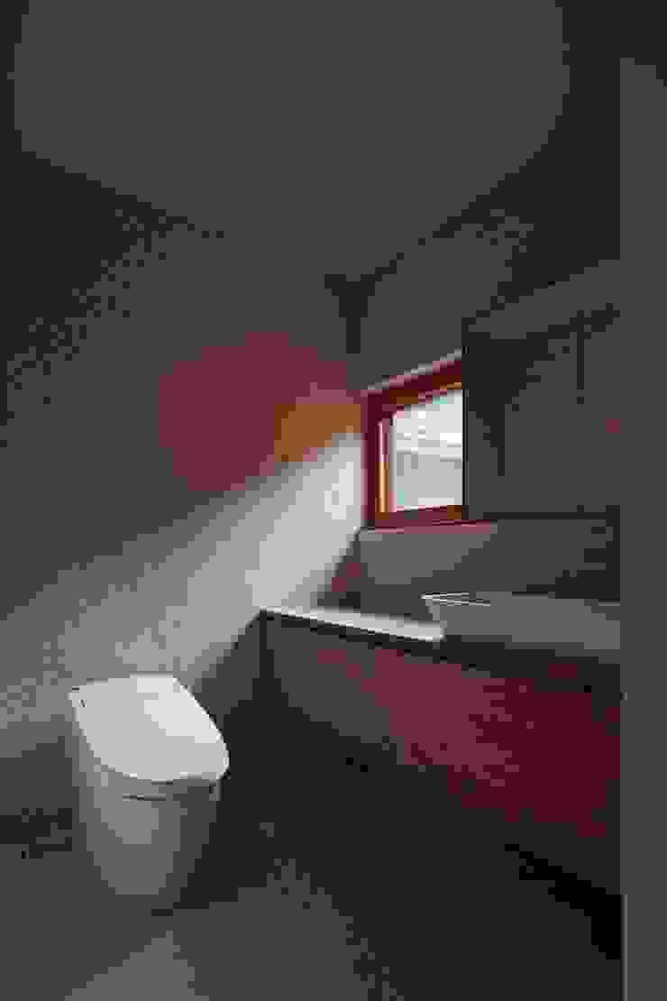 Baños modernos de 一級建築士事務所 こより Moderno Azulejos