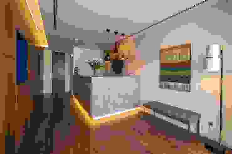 Bar da Receção em Microcimento Hotéis modernos por 4Udecor Microcimento Moderno