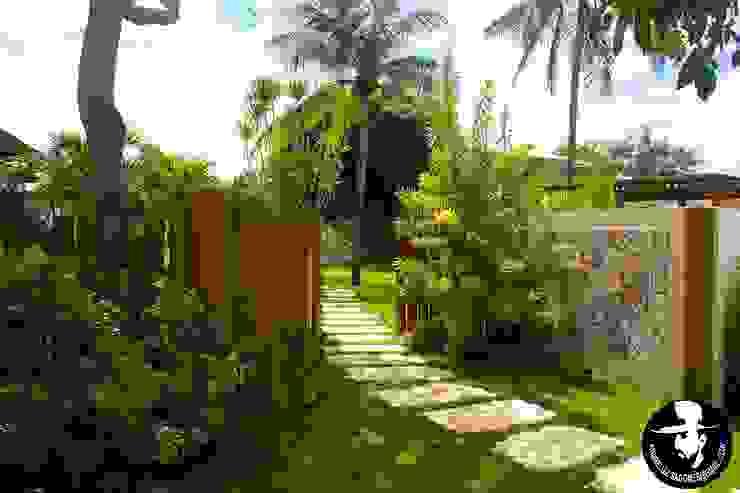 Tropical style garden by Tânia Póvoa Arquitetura e Decoração Tropical Engineered Wood Transparent
