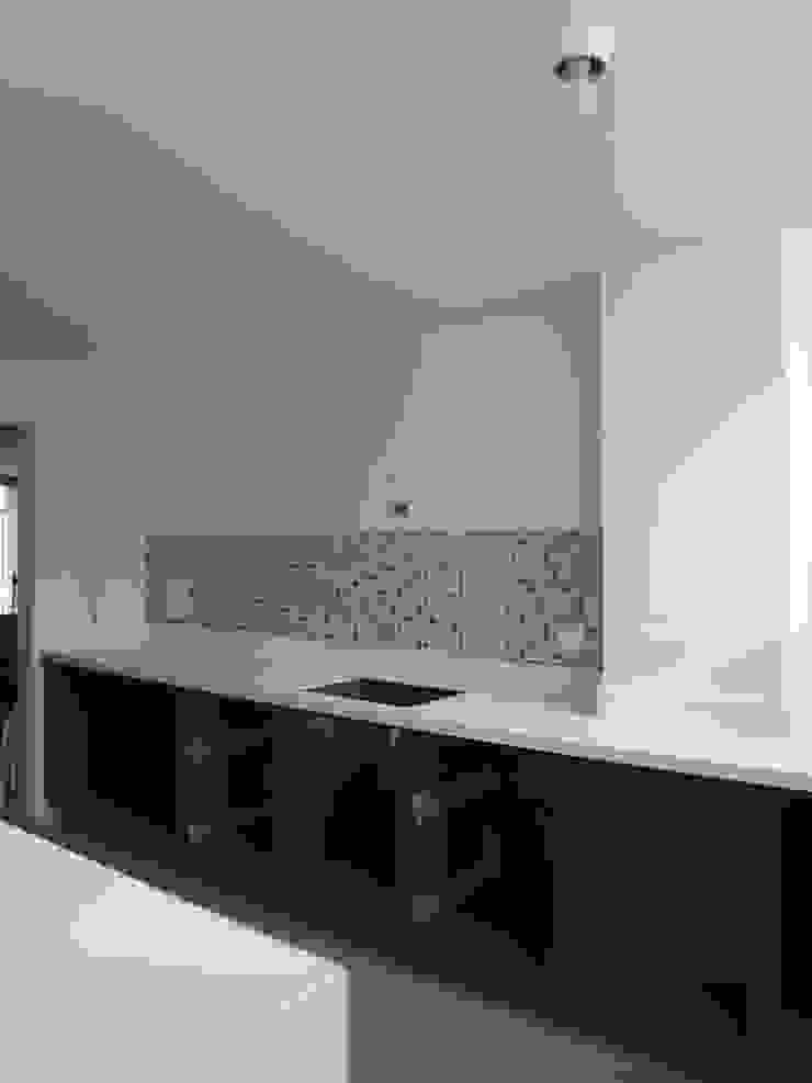 Proyecto en ejecución Cocinas modernas de John Robles Arquitectos Moderno