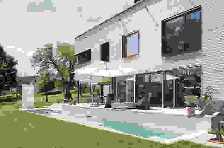 Piscine moderne par Unica Architektur AG Moderne