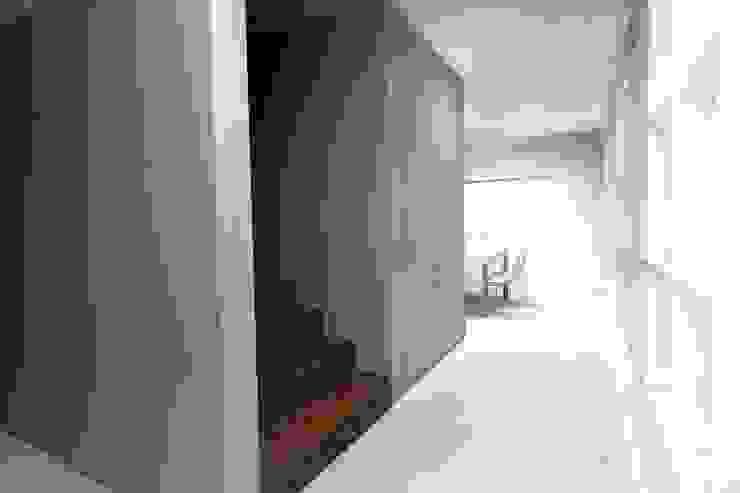 Remodelação de Moradia em Alvalade – Lisboa Corredores, halls e escadas modernos por Zaida Amorim & Maria Luis, Lda Moderno Derivados de madeira Transparente