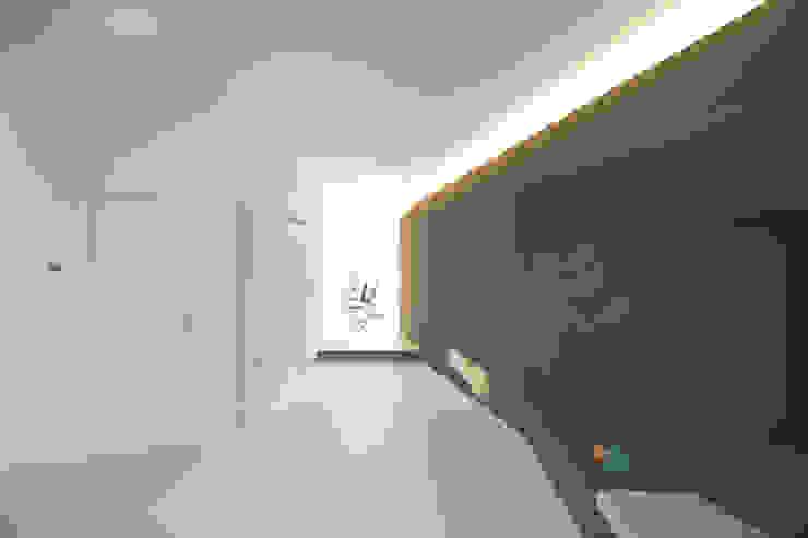 ALONG THE LEVEE R3ARCHITETTI Soggiorno minimalista