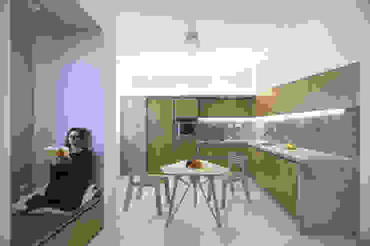 ALONG THE LEVEE R3ARCHITETTI Sala da pranzo minimalista