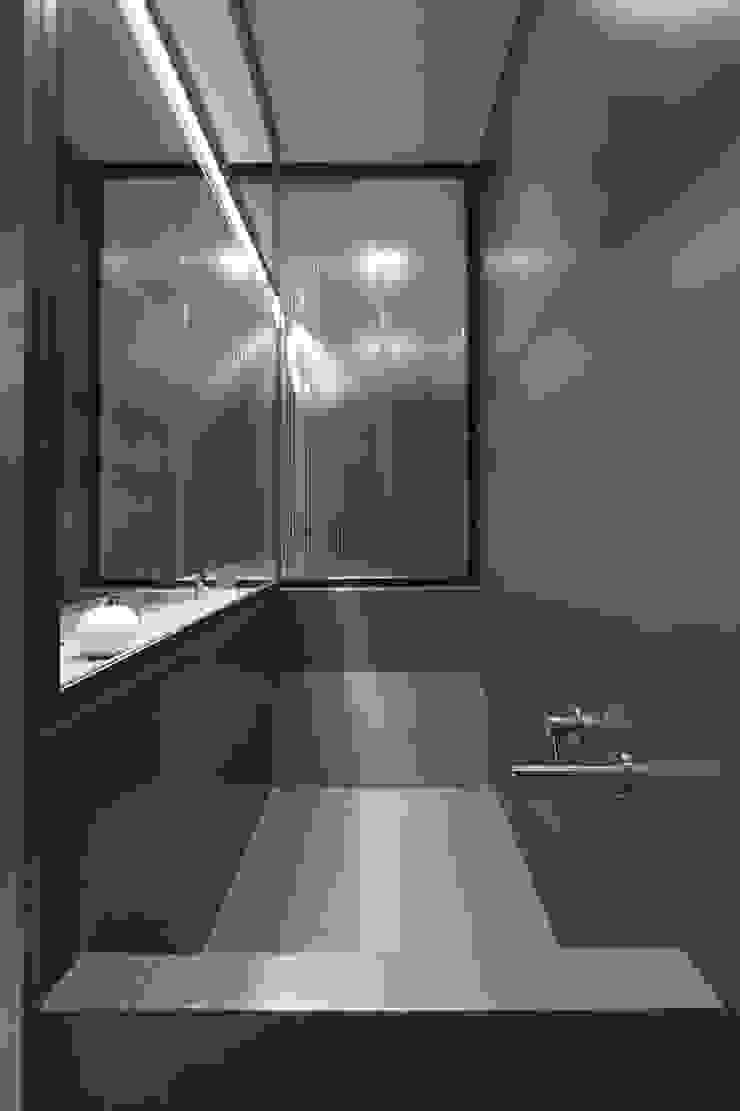 R3ARCHITETTI Modern Bathroom