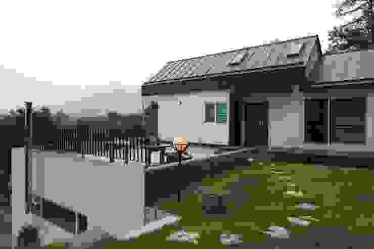 도곡리 주택 Asian style garden by 위드하임 Asian