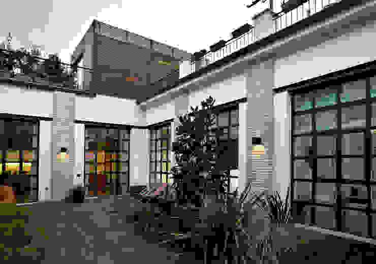 Loft - via Maiocchi - Milano Balcone, Veranda & Terrazza in stile minimalista di Fabio Azzolina Architetto Minimalista