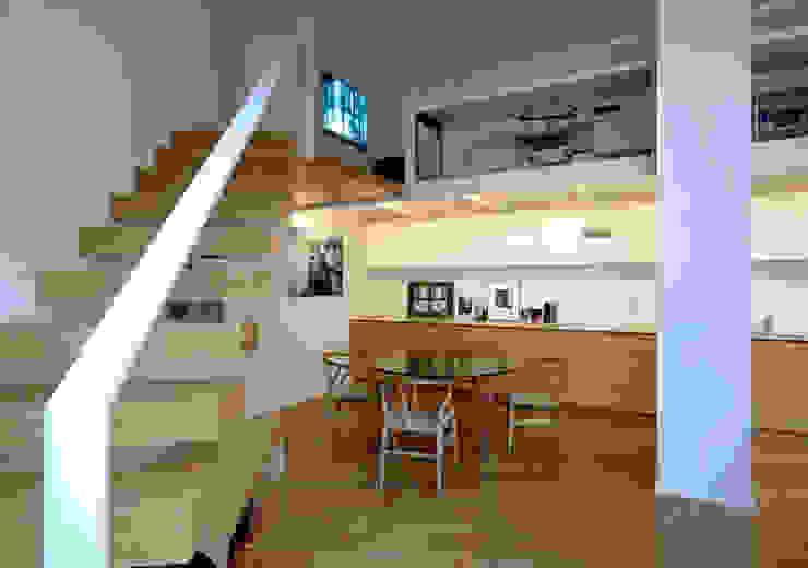 Loft - via Maiocchi - Milano Ingresso, Corridoio & Scale in stile minimalista di Fabio Azzolina Architetto Minimalista