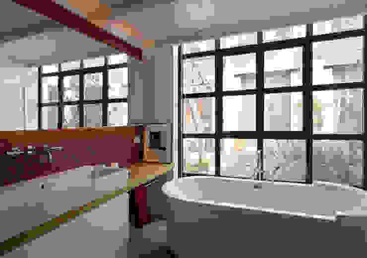 Minimalist style bathrooms by Fabio Azzolina Architetto Minimalist