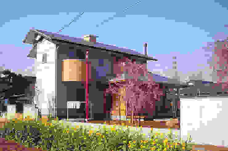 Rumah Gaya Eklektik Oleh (株)独楽蔵 KOMAGURA Eklektik