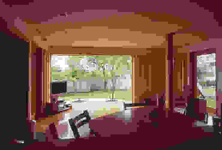 Ruang Keluarga Gaya Eklektik Oleh (株)独楽蔵 KOMAGURA Eklektik
